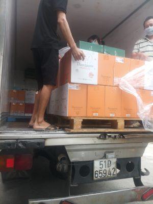 Xe đông lạnh chở hàng tại Vĩnh Cửu